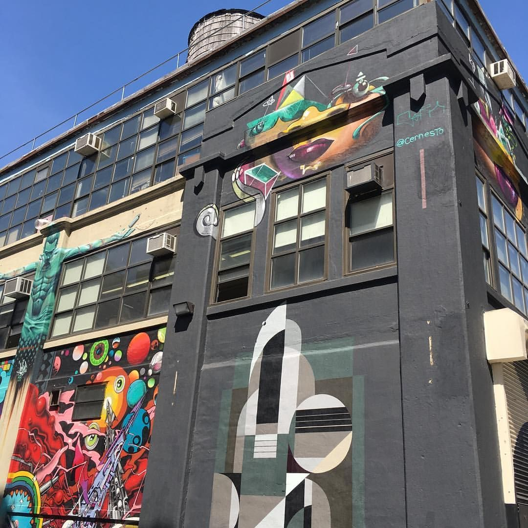 Graff Tours, graffiti on a building in Long Island City, New York