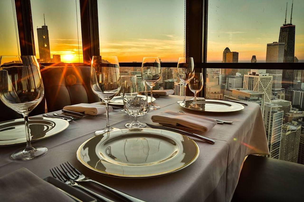 Restaurant dining room overlooking Chicago