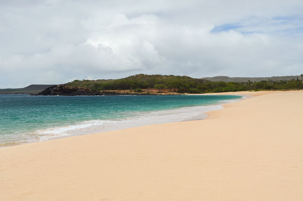 Gorgeous and deserted Popohaku Beach on Molokai, Hawaii