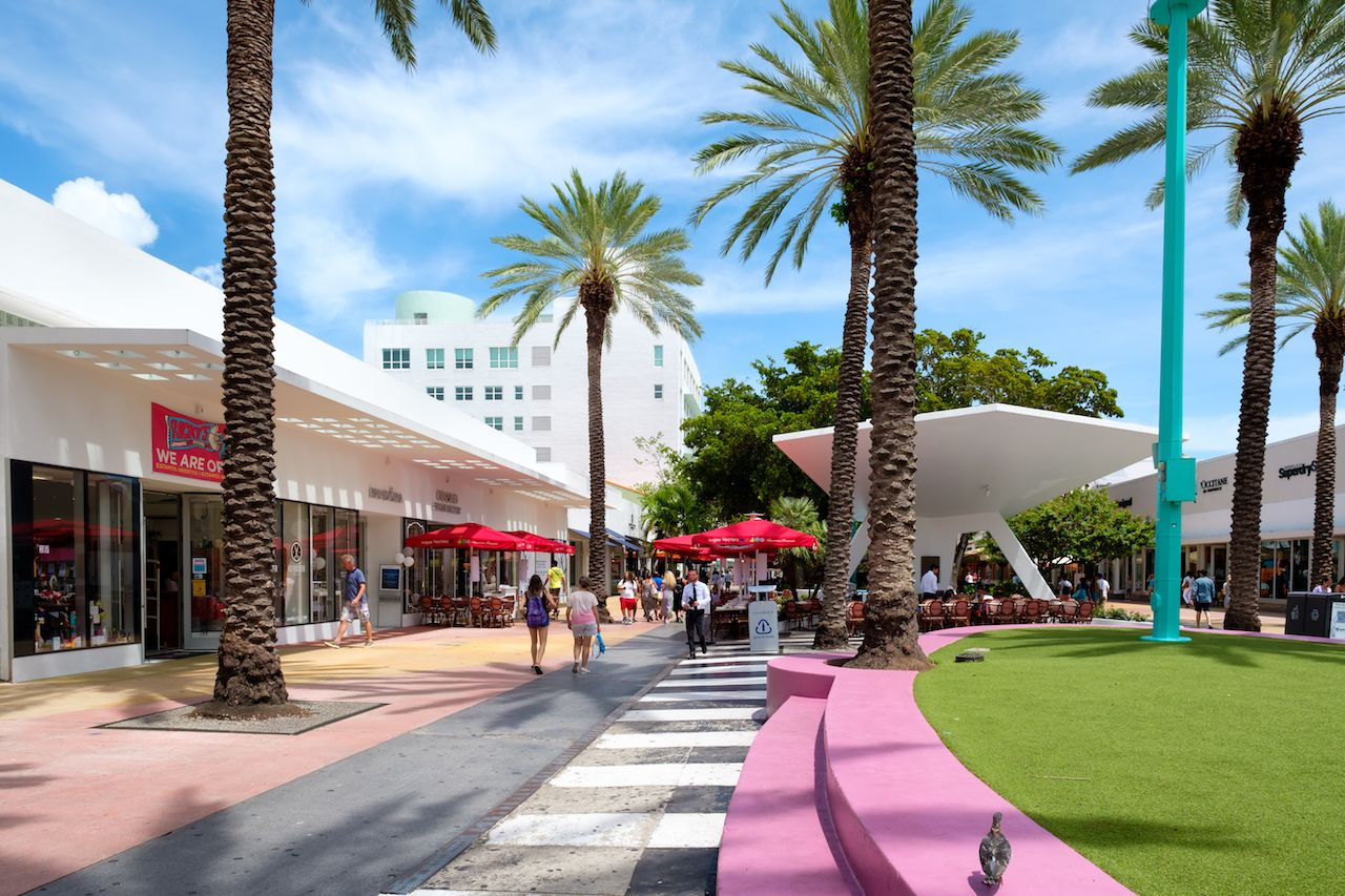 Miami beach walking path
