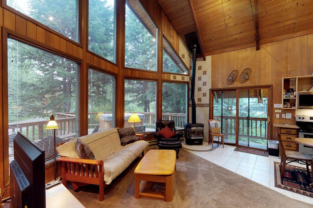 Ski airbnb Girdwood Alaska