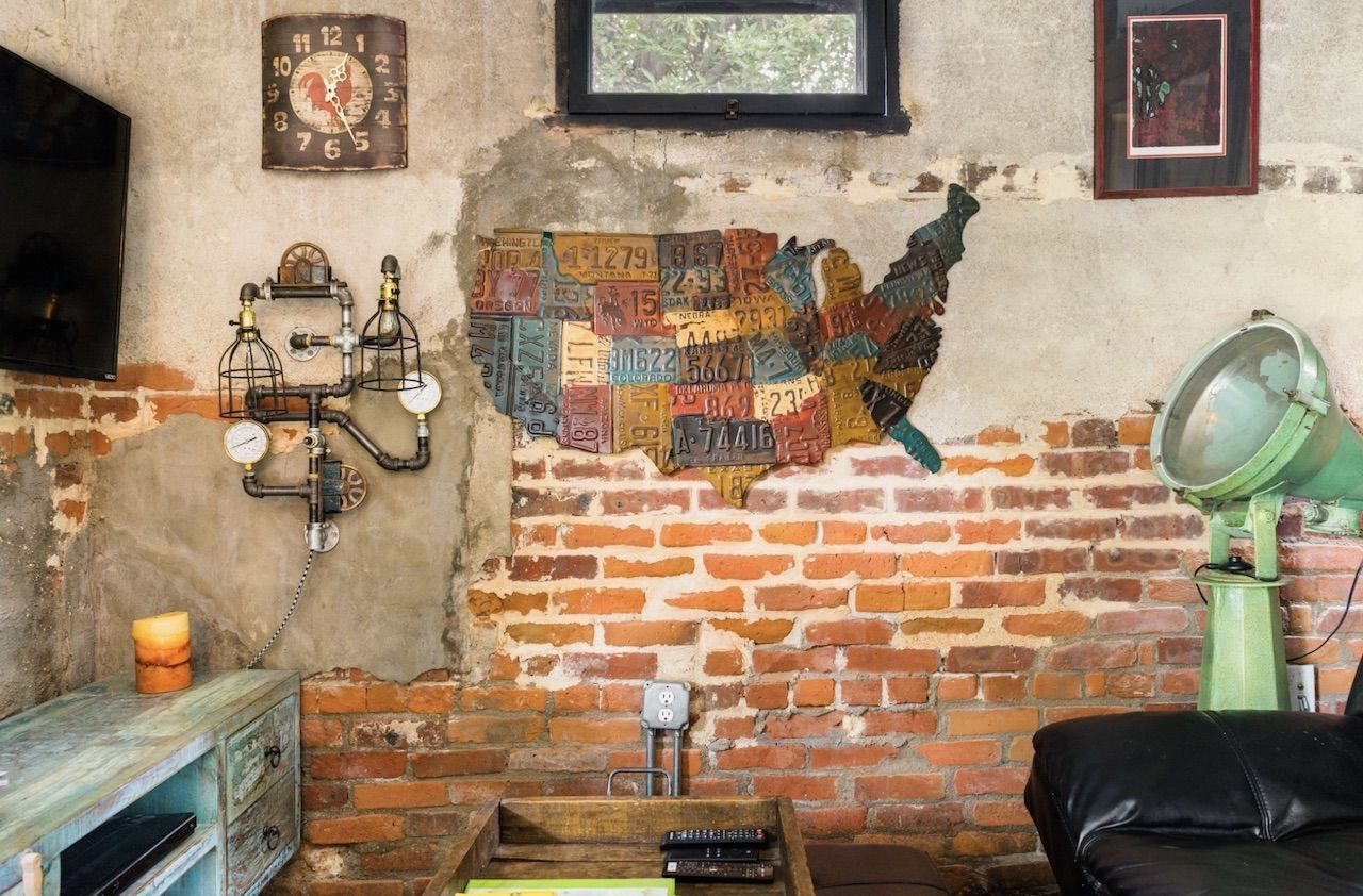 Historic carriage house Airbnb in Denver