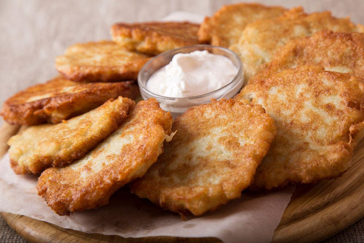 Draniki, potato pancakes with sour cream