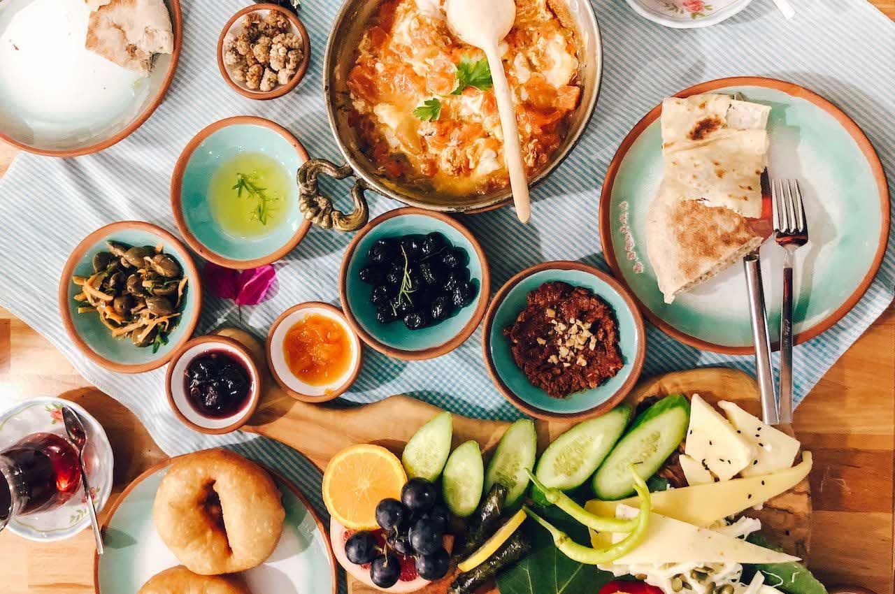 Foto: Matador Network - Turkish Breakfast // ontbijtjes wereldwijd