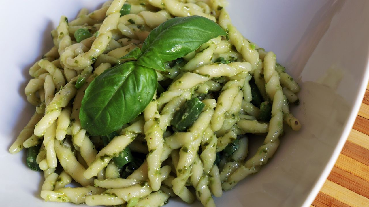 Italian fresh trofie al pesto with green beans