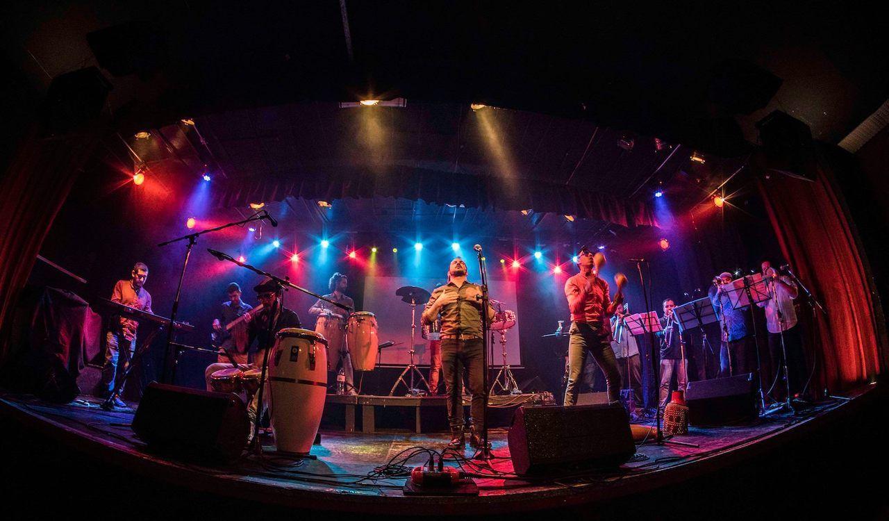 Live music at El Toque Cimarron in Buenos Aires, Argentina