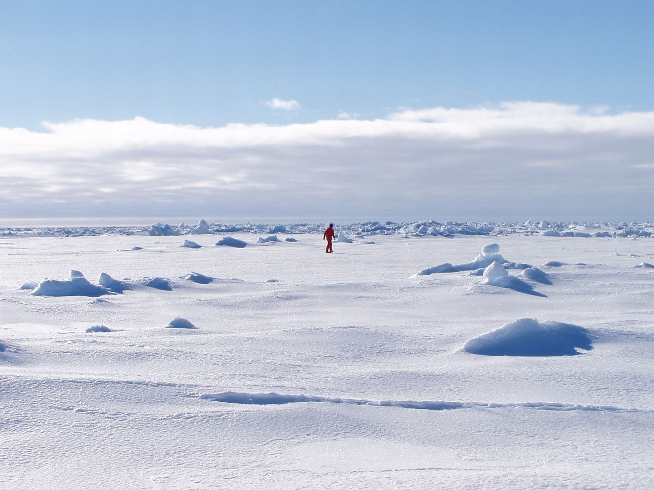 First person crosses Antarctica solo