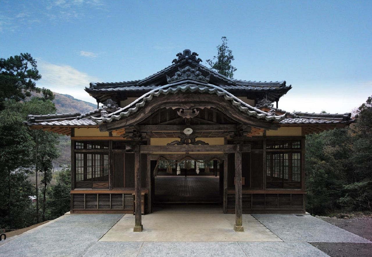 Sanro-Den Hall, Ozu City, Japan