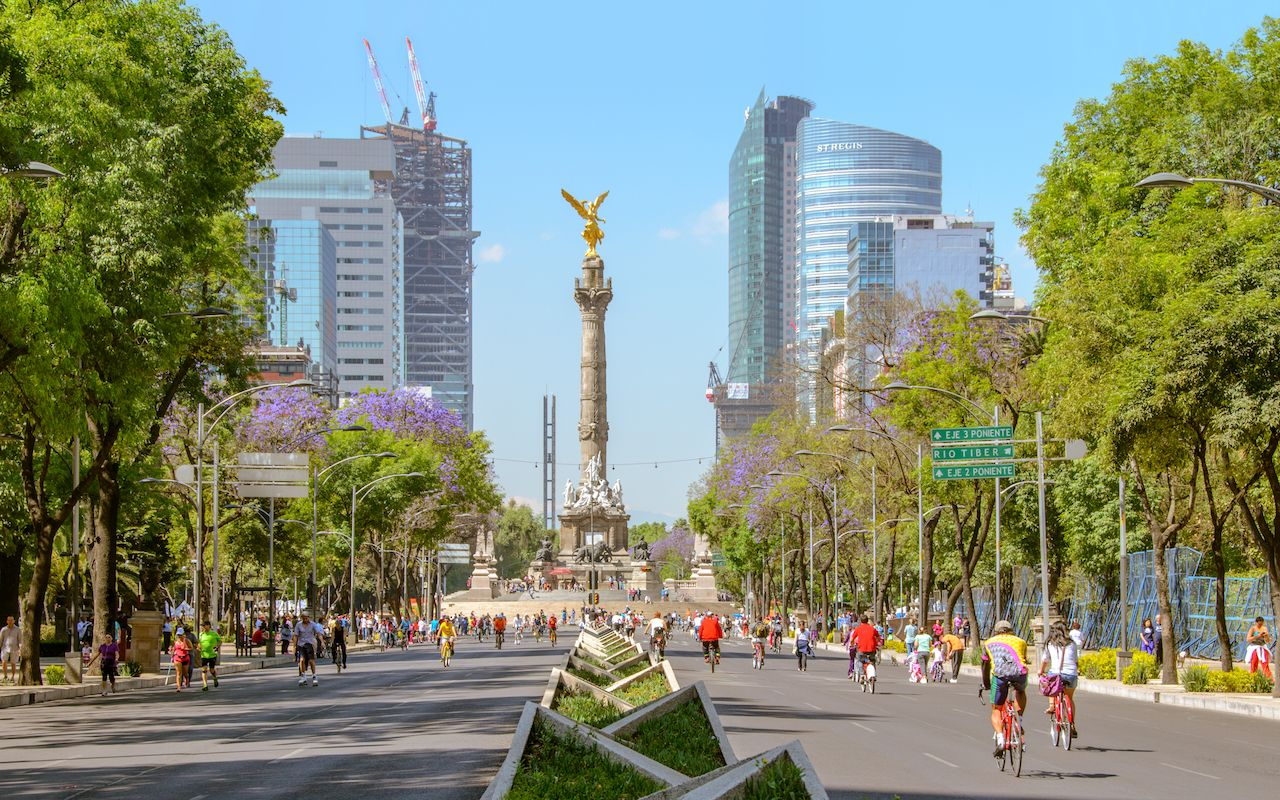 Sunday's bikers in Paseo de la Reforma at El Angel