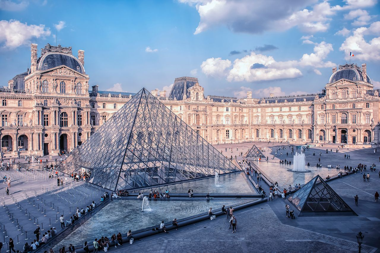 Paris monuments closed due to riots