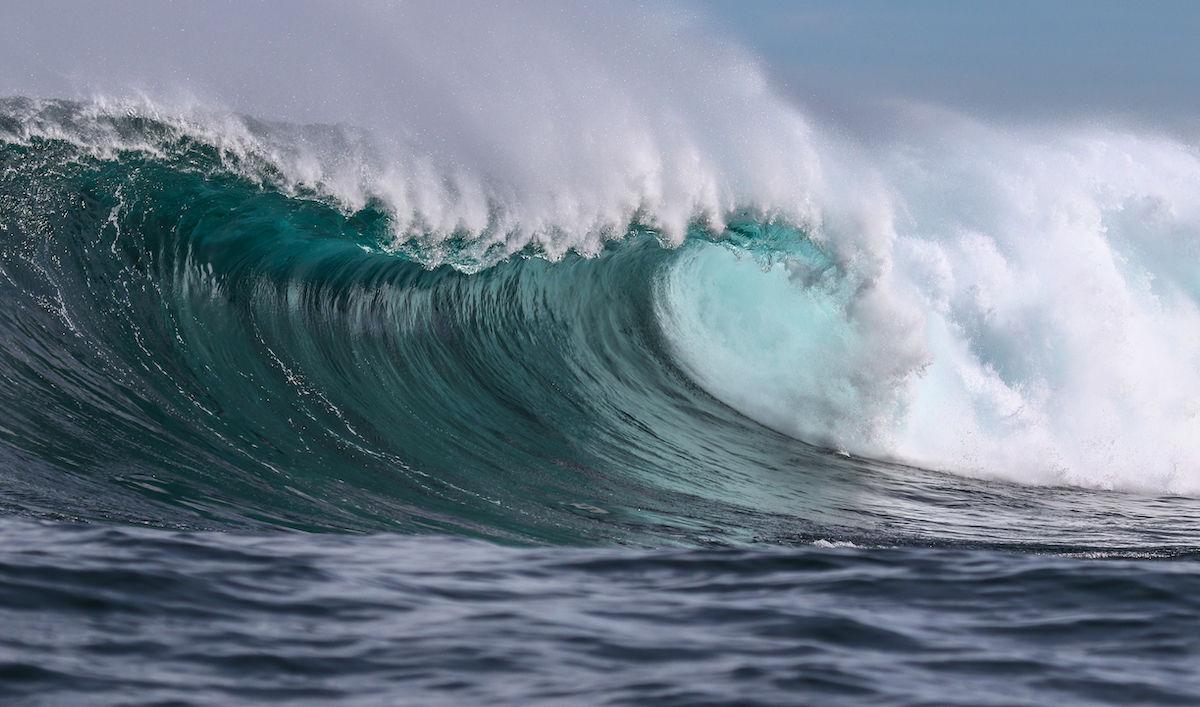 40-foot waves hammer the California coast