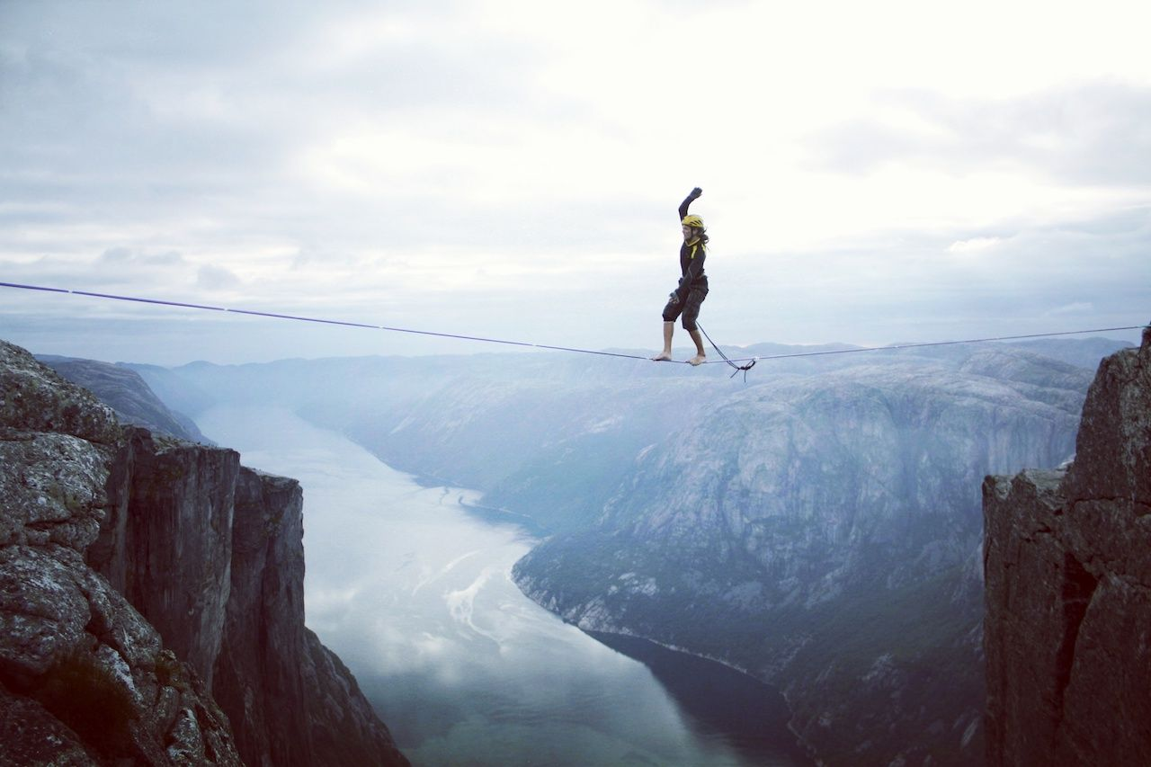 slack lining between tall cliffs