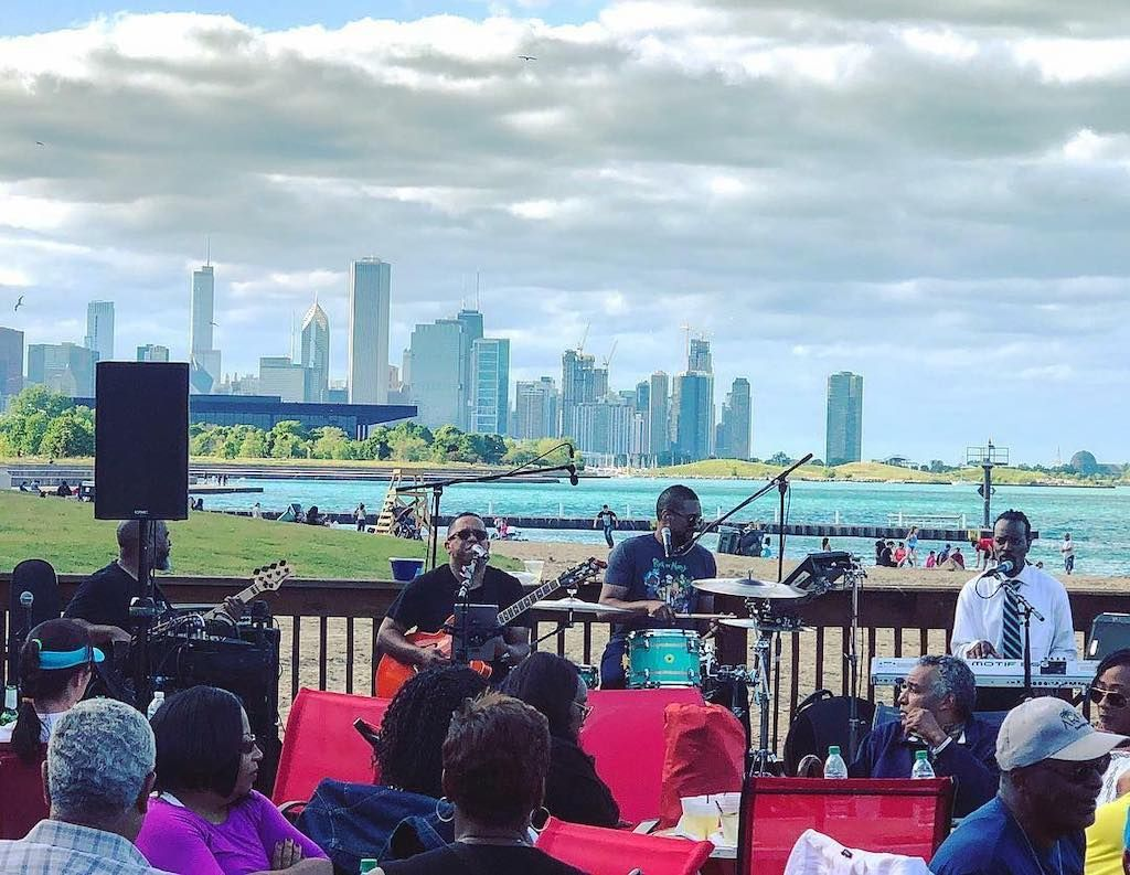 Band playing at Pier 31 in Chicago