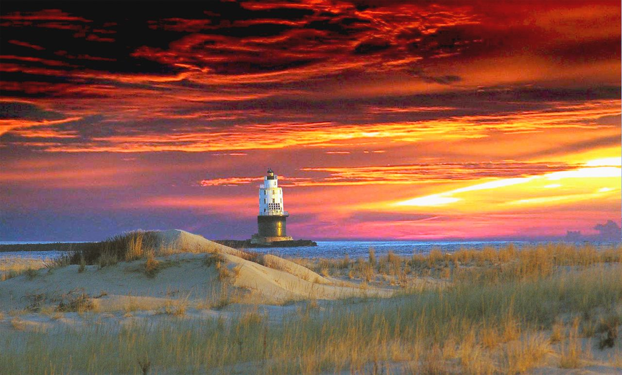 Cape Henlopen lighthouse in Delaware.com.