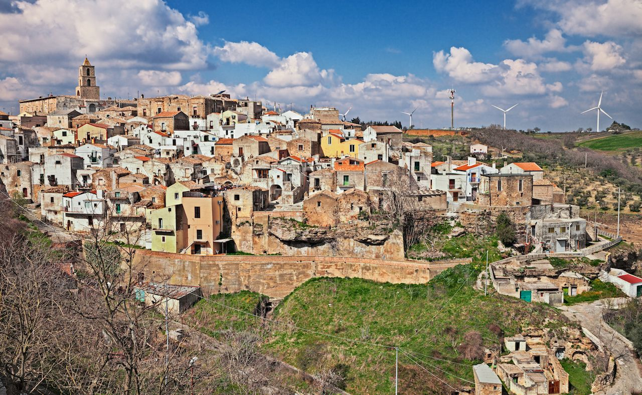 Airbnb contest to live in Italy