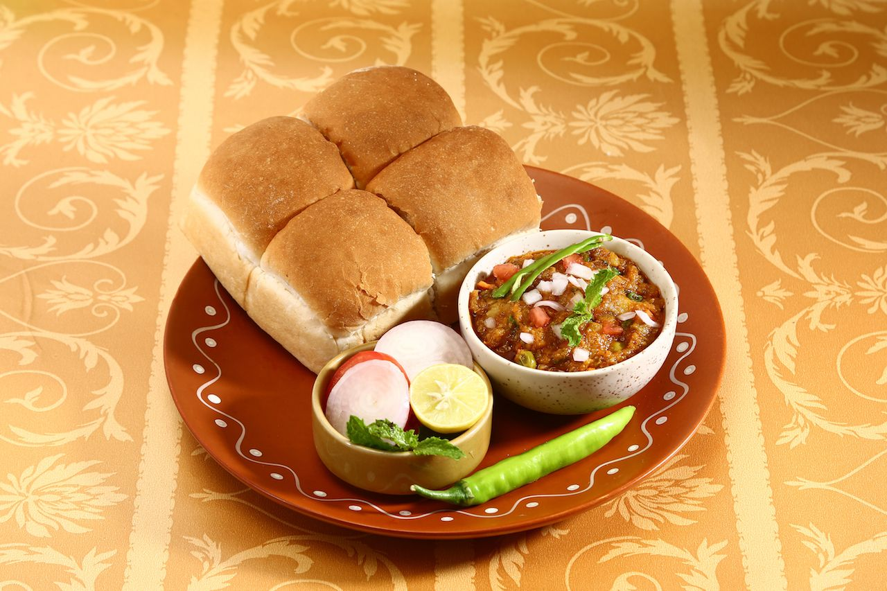 Indin curry with bread