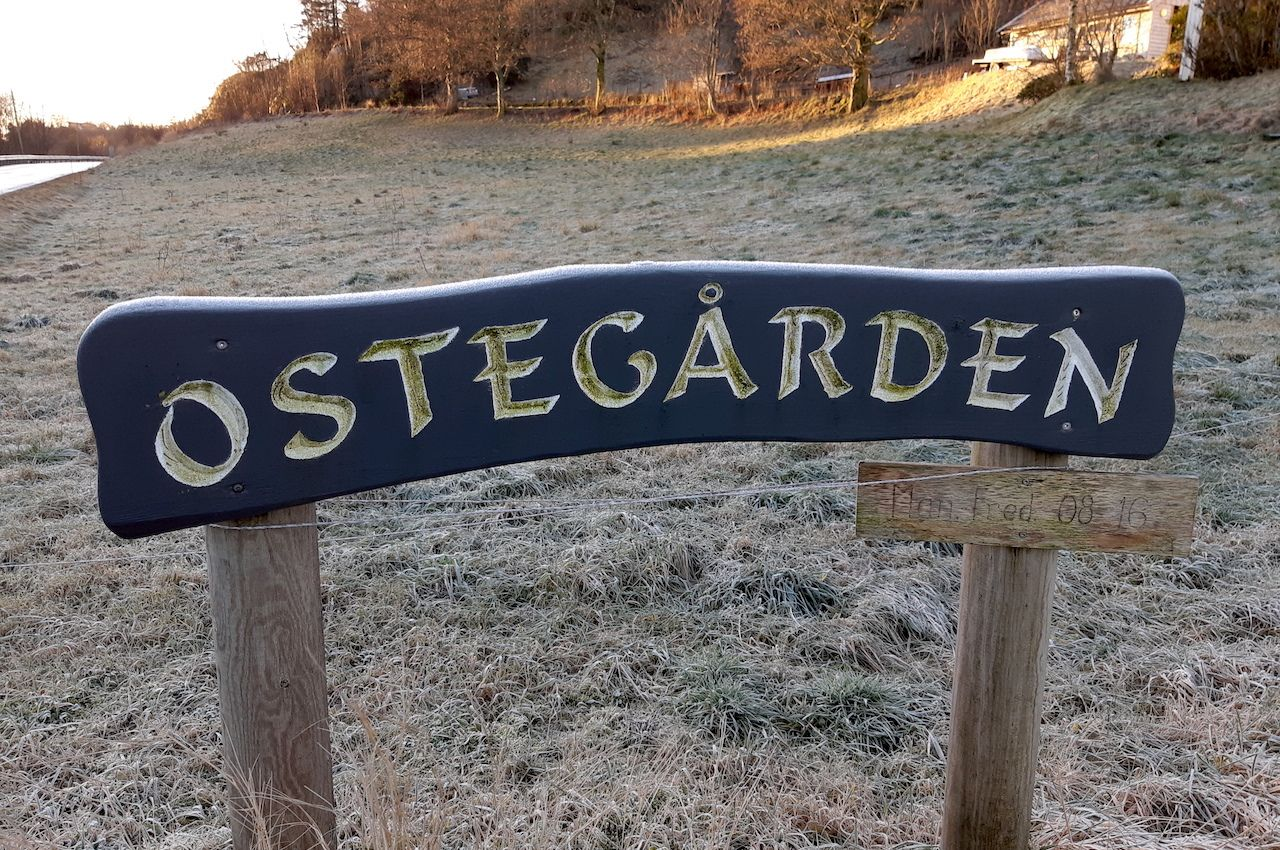 Ostegarden sign at the front of the Ostegården farm