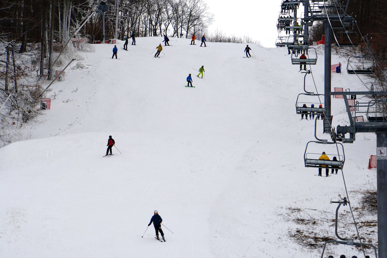 The view of people skiing and riding the ski lift on Shawnee Mountain in the Pokonos