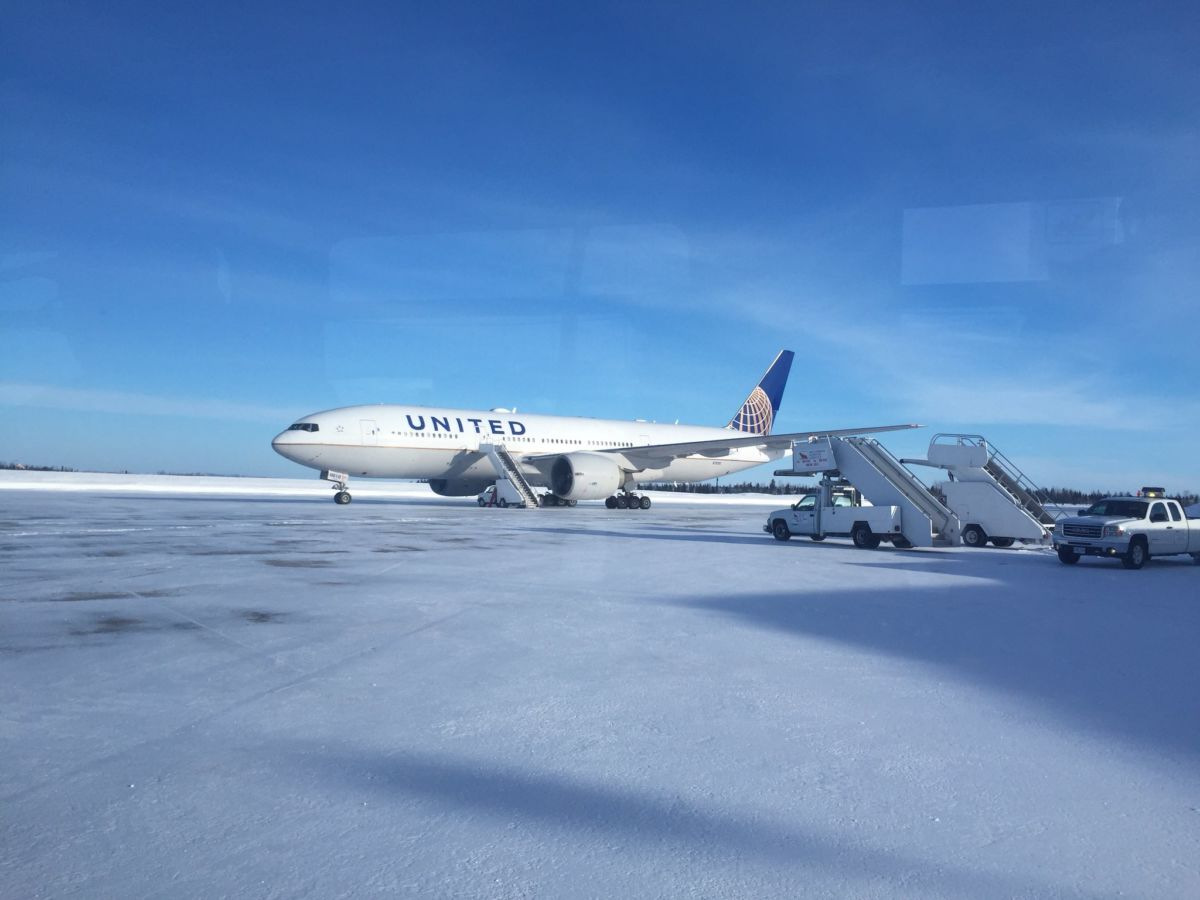 United Airlines passengers stuck for 16 hours on freezing Canadian military base