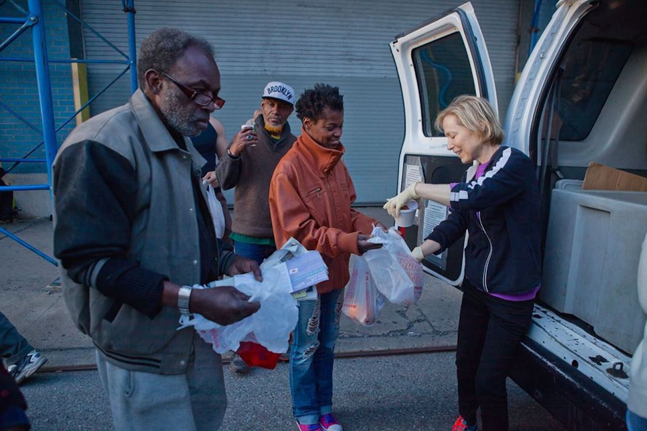 Volunteer handing out food to the homeless