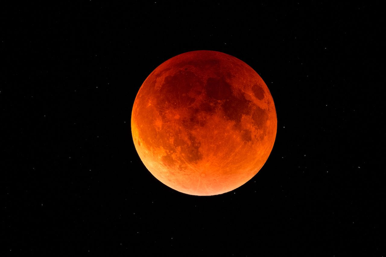 Total lunar eclipse coming