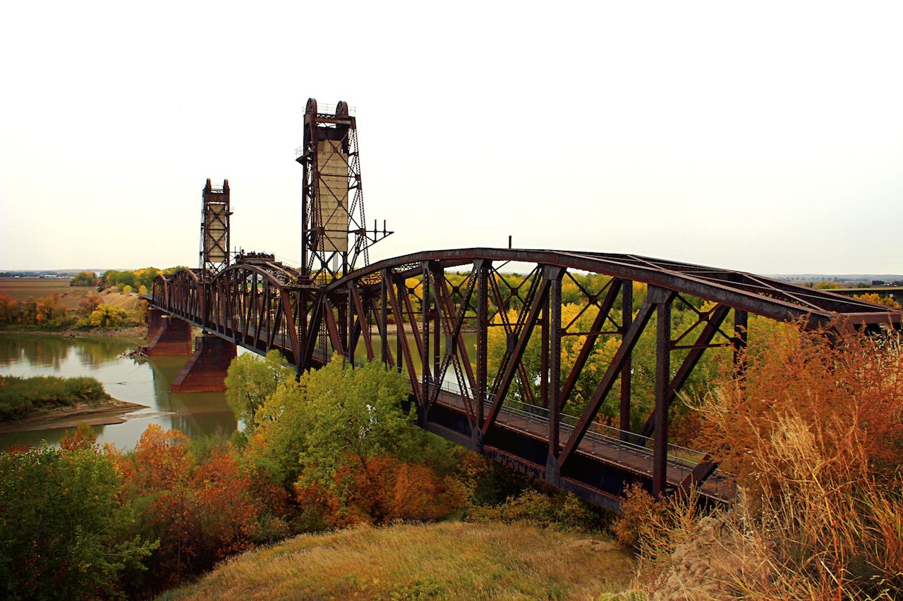 Autumn colors at Fairview Lift Bridge