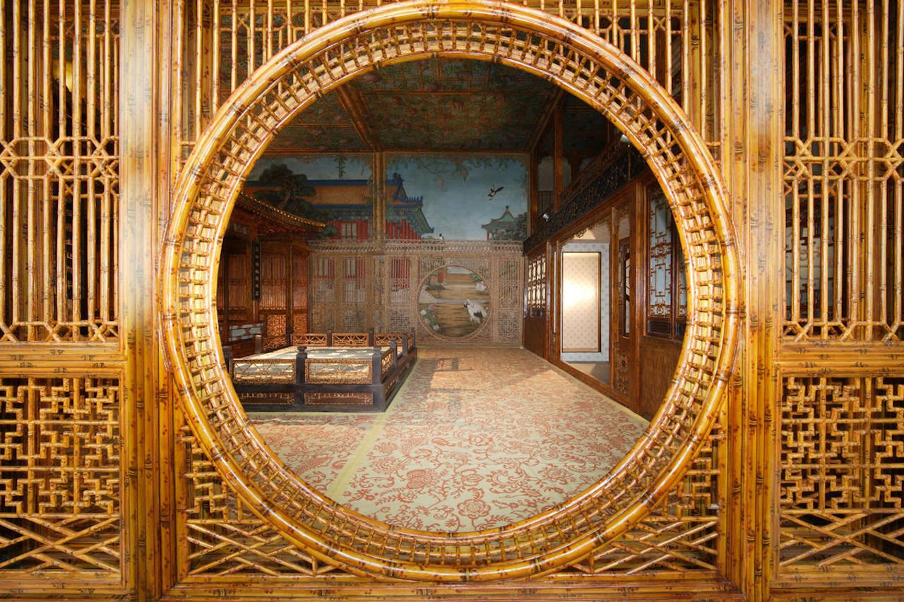 Interior of Juanqinzhai with trompe líoeil, after conservation