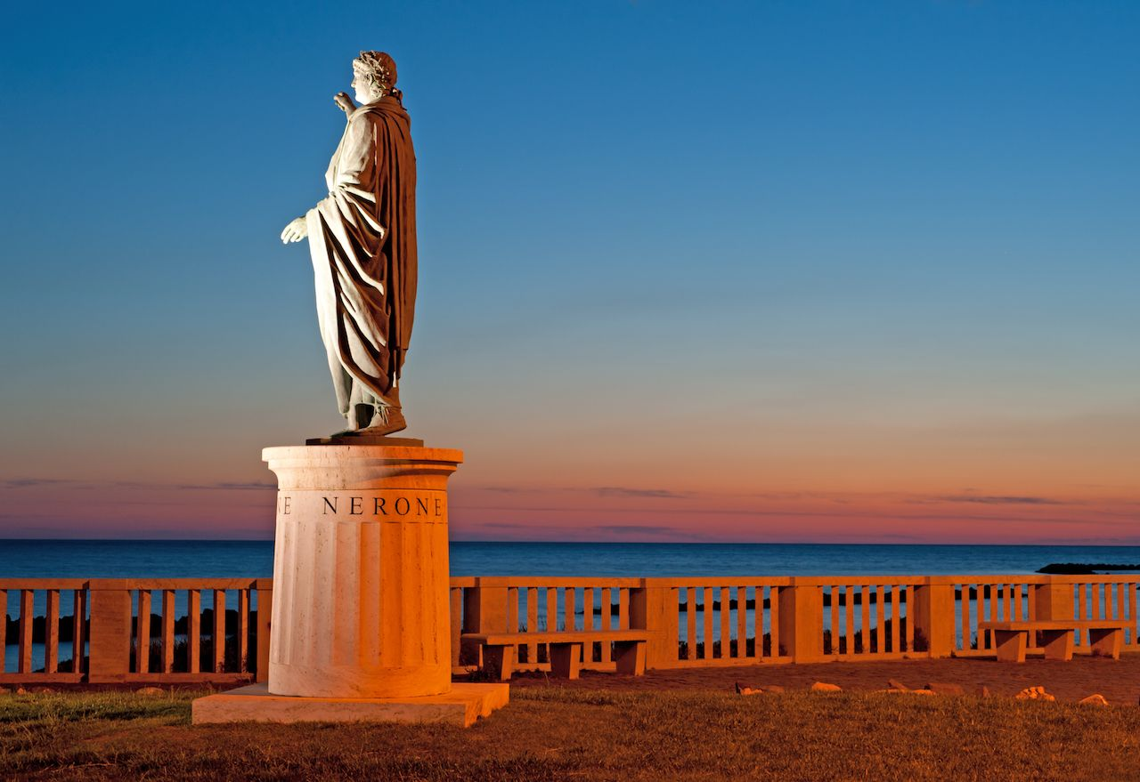 a night view of Nerone's statue in Anzio
