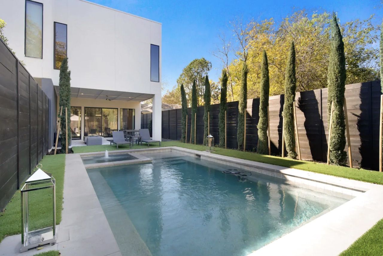 Airbnb Luxury City Oasis