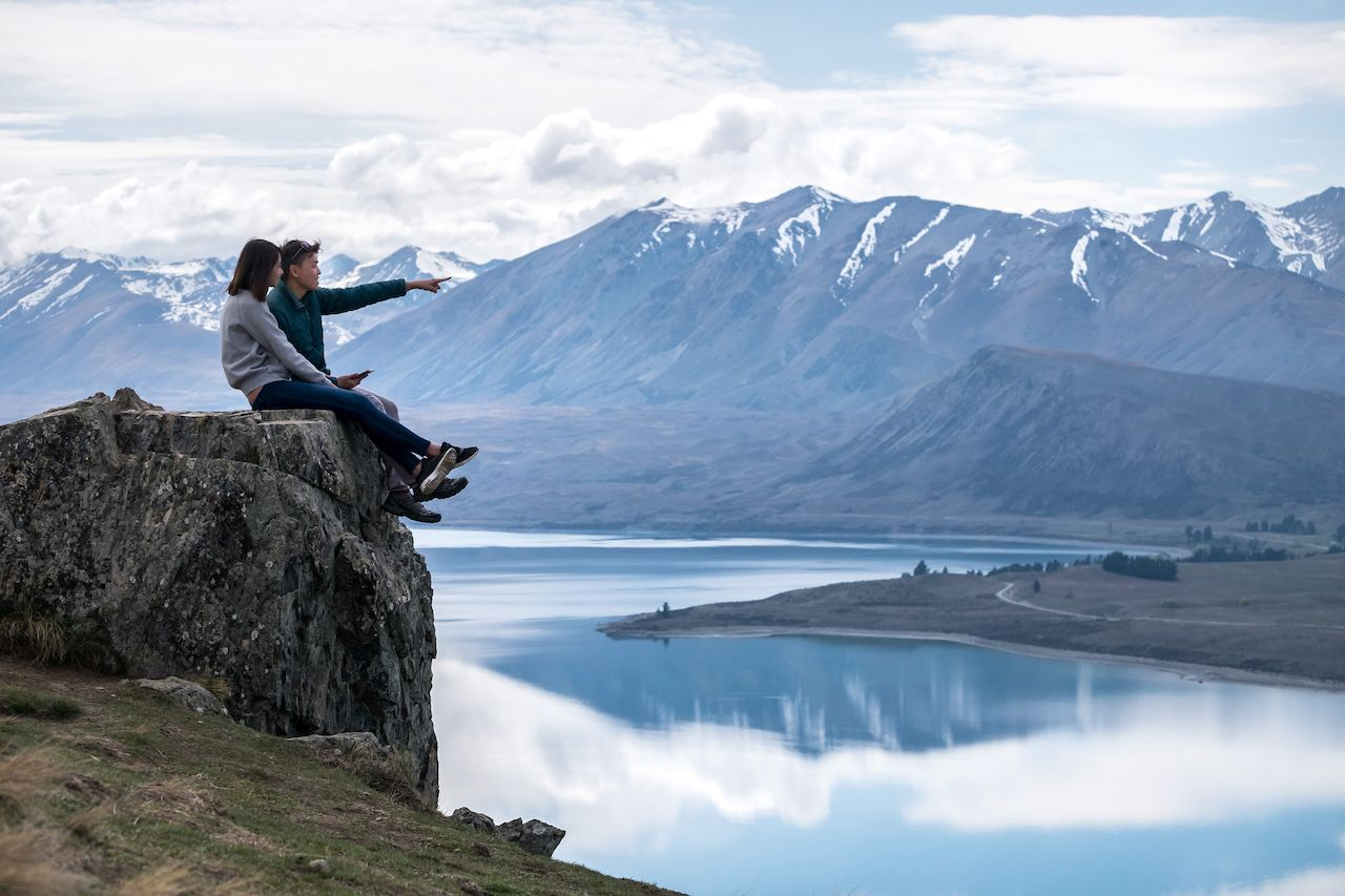 Couple enjoys beautiful scenery in New Zealand