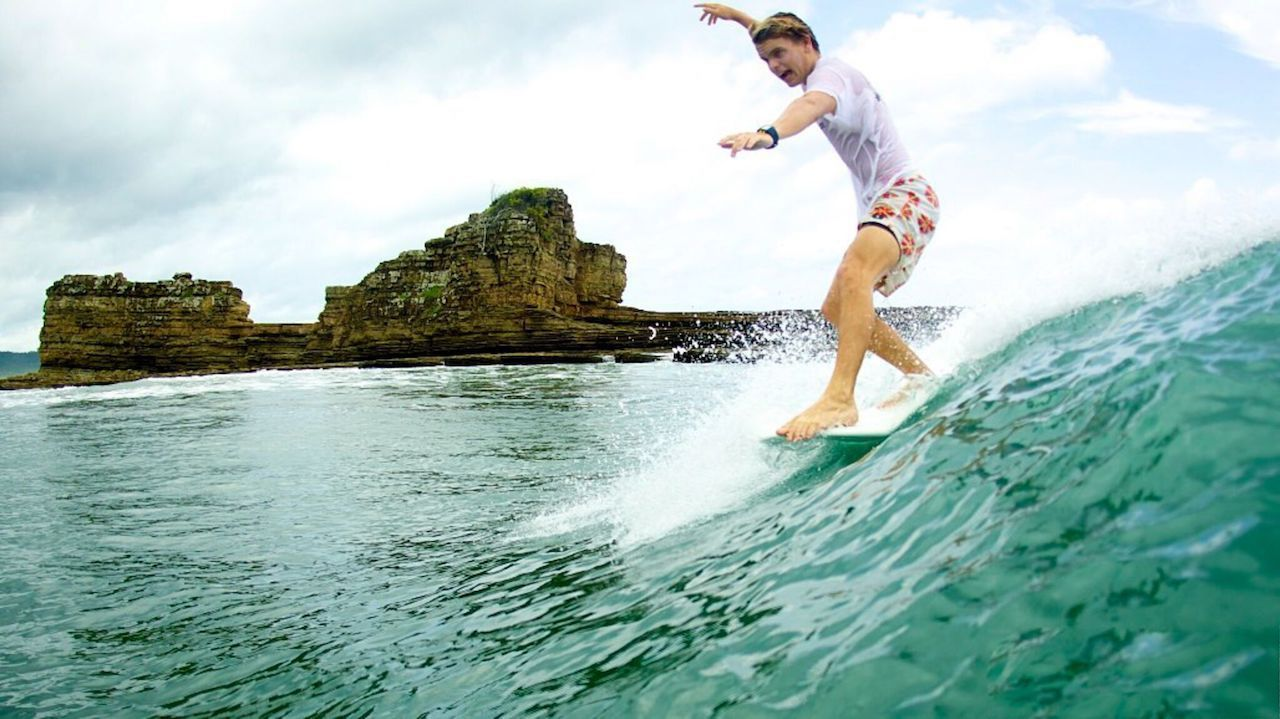Malibu Popoyo surfer