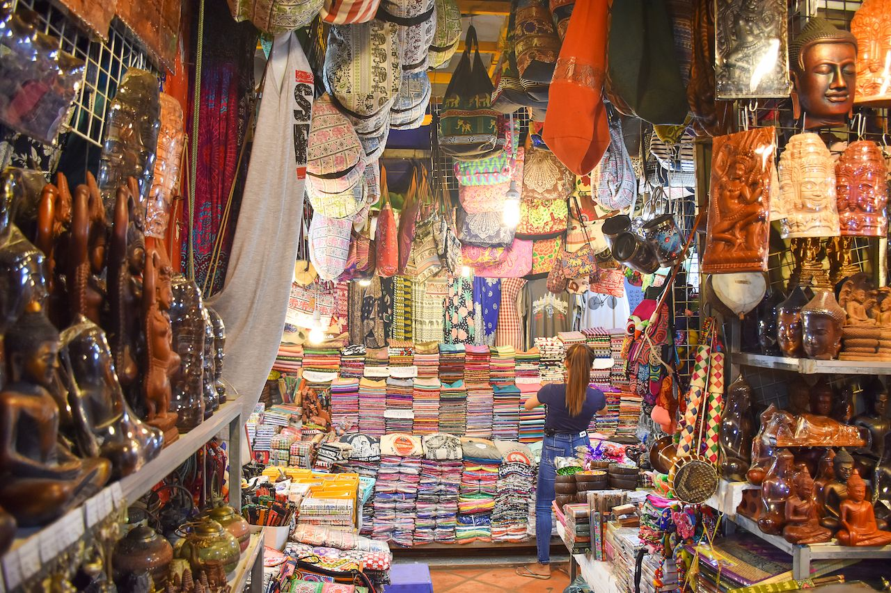 Many souvenir stores at Siem Reap Old Market for tourists or traveler