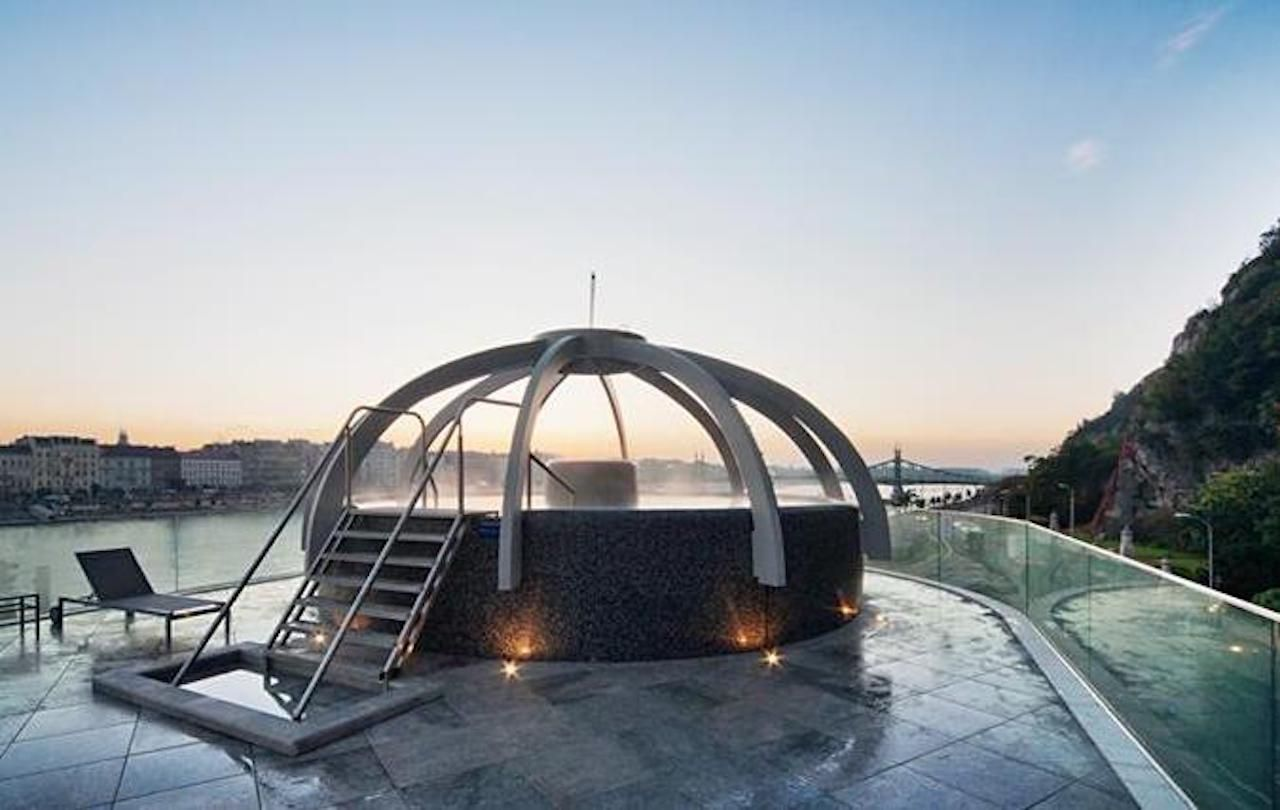 Outdoor thermal bath in Budapest