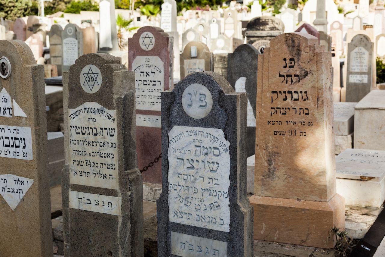Israel's cemetery tombstones digital