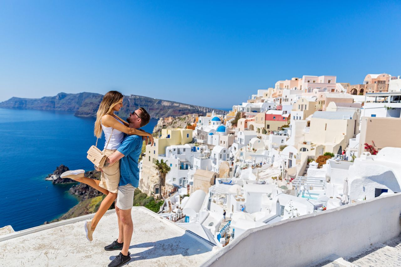 How to register for your honeymoon