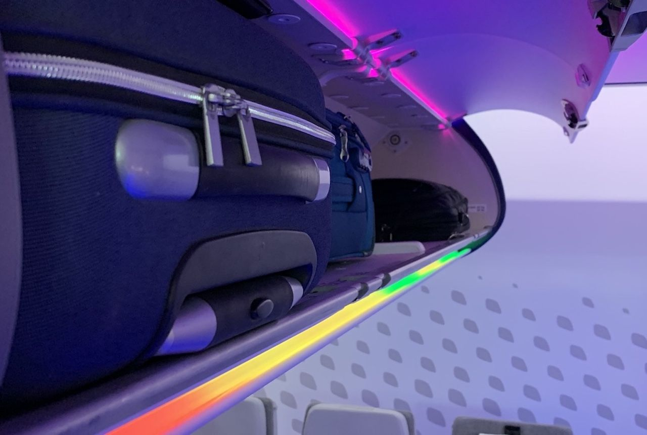 Airbus' new light system for overhead bins