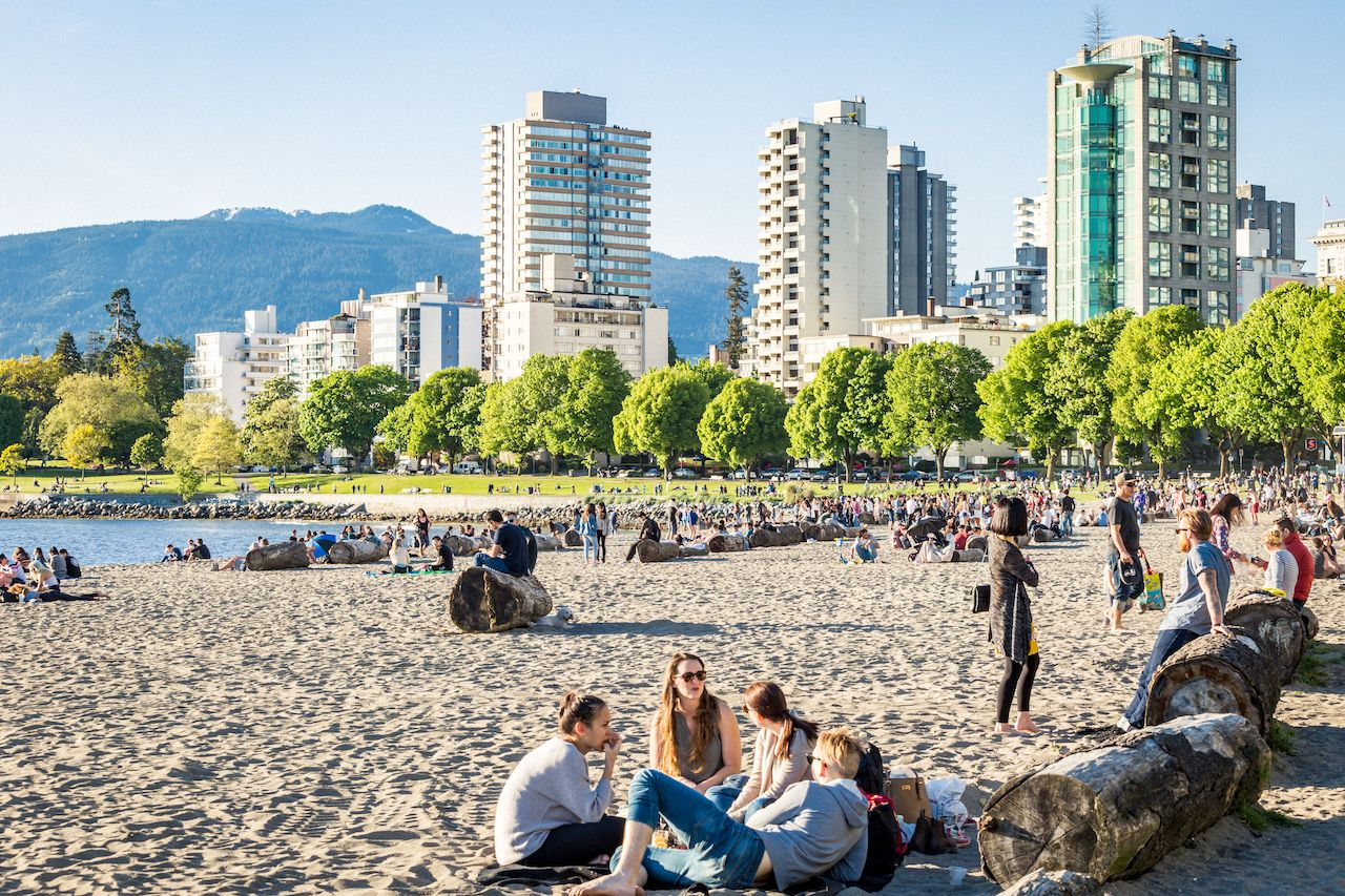 An evening walk along Sunset Beach and English Bay in downtown Vancouver