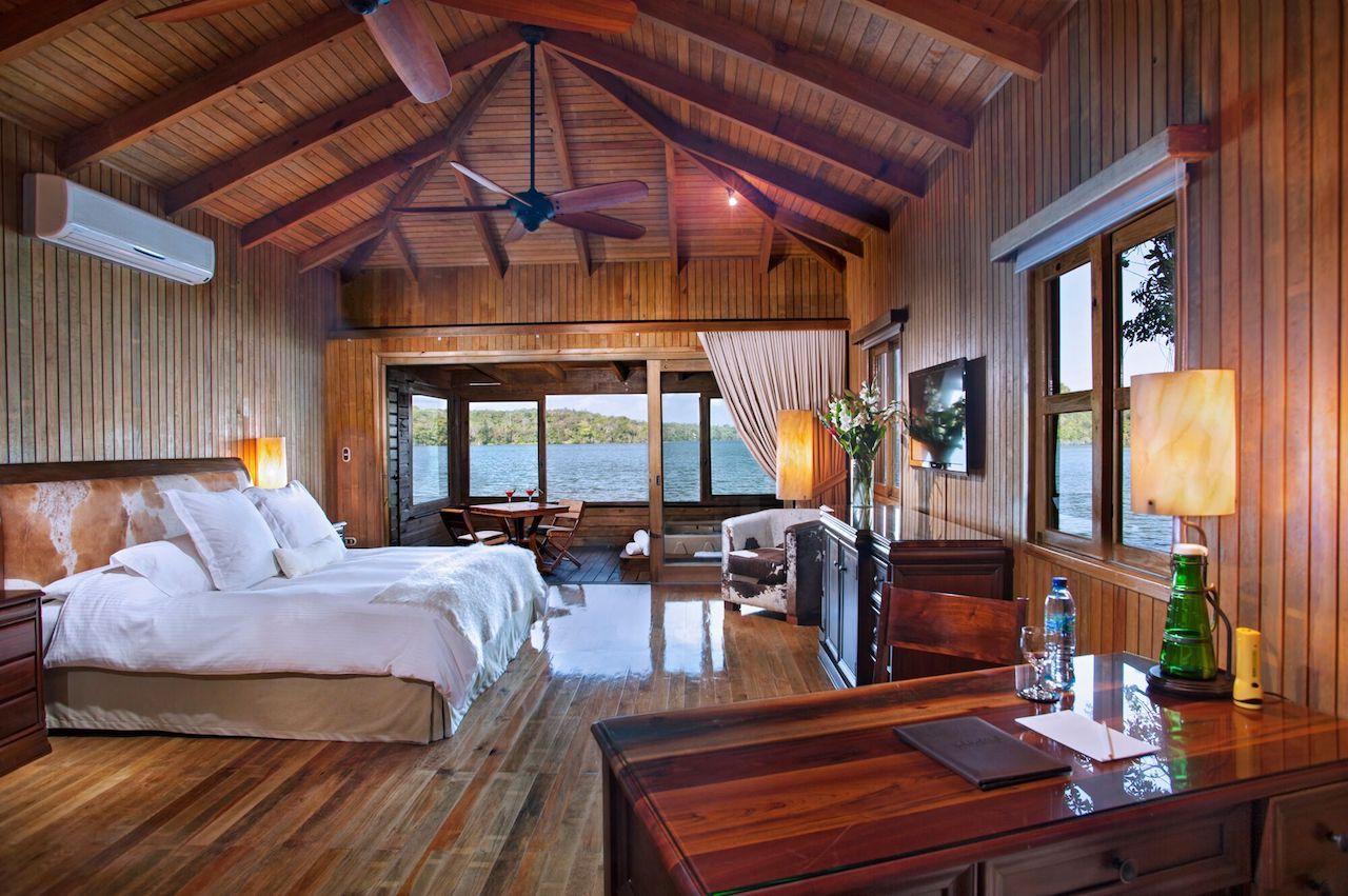 Las Laguna hotel room
