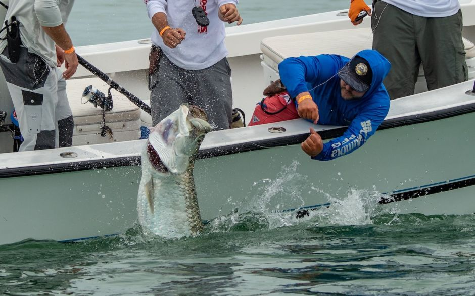 Tarpon fishing the beaches of fort myers and sanibel
