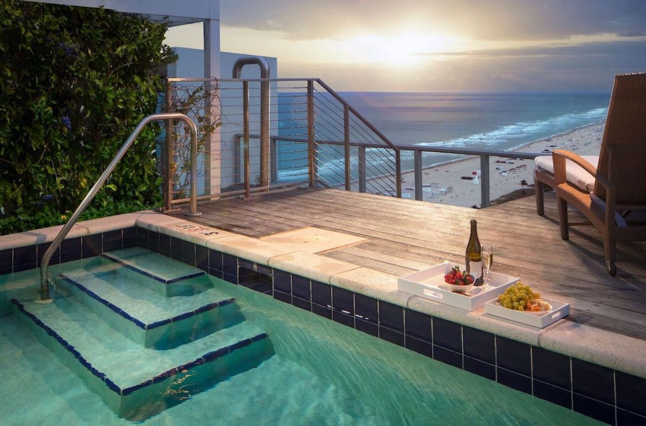 W South Beach hotel hot tub