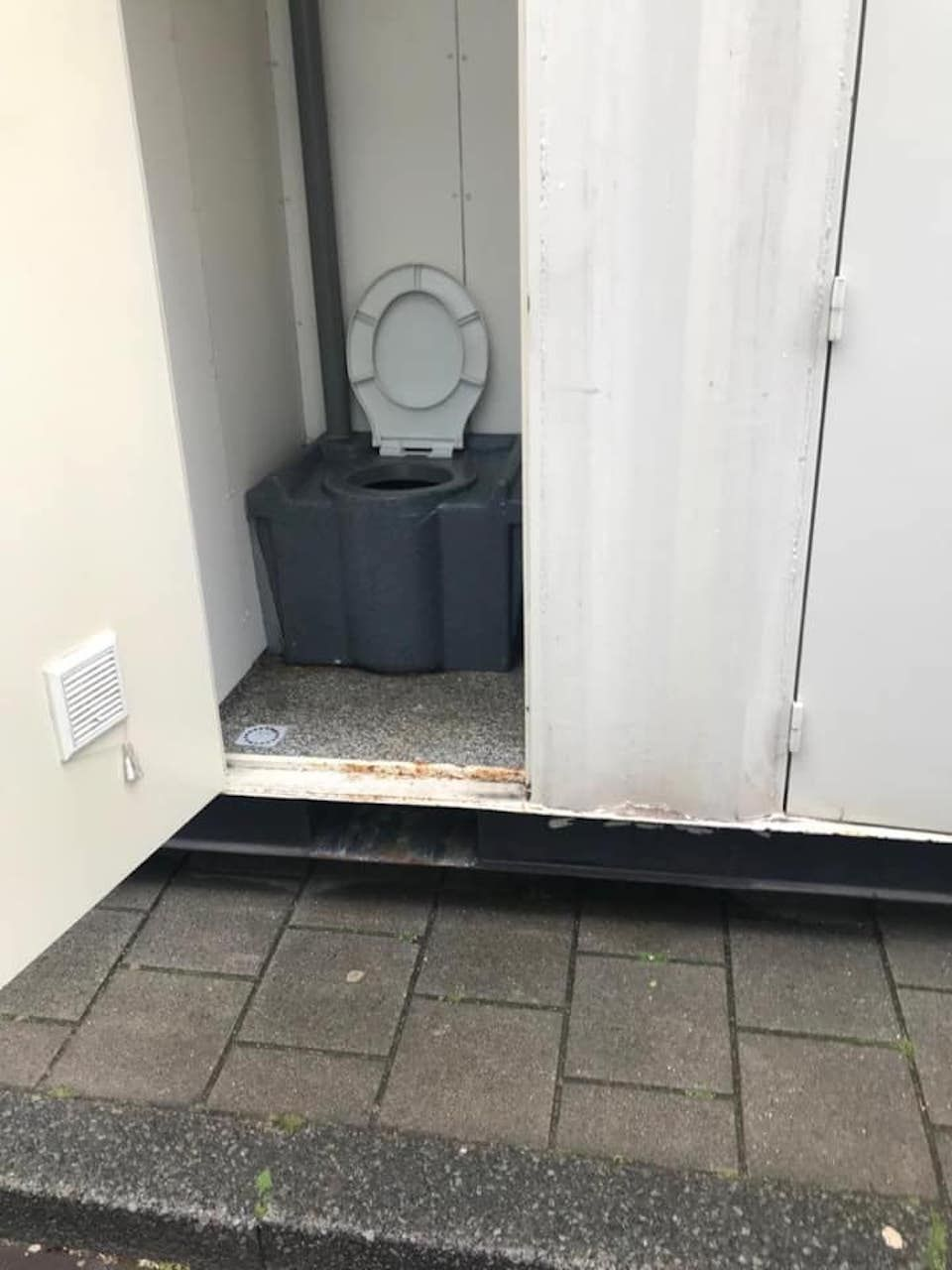 Airbnb shipping container scam, view of the toilet