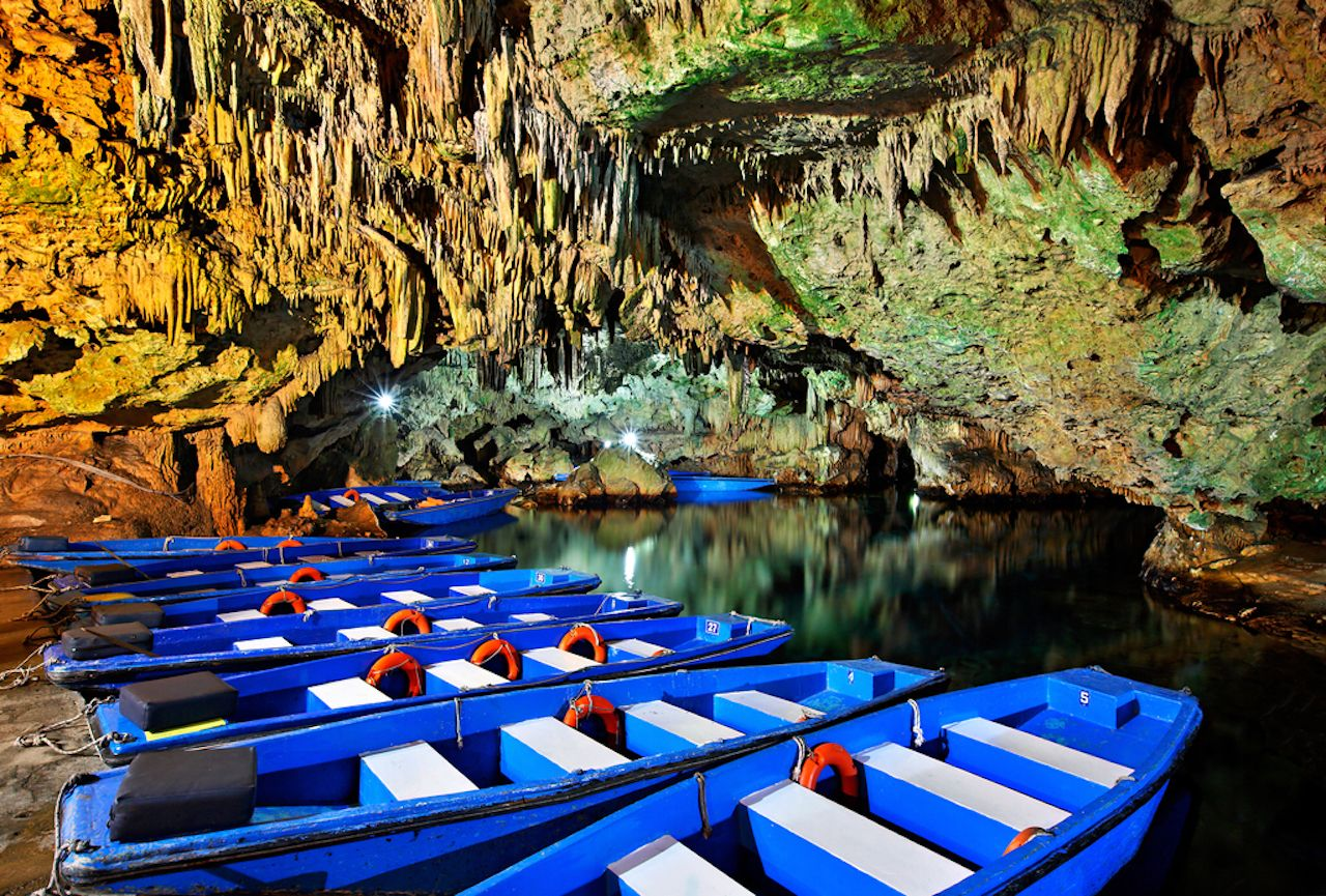 Boat ride in Diros caves, a great way to discover the beauty of the underworld
