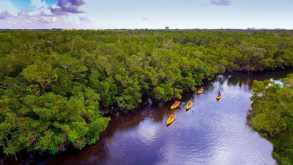 Fort Myers and Sanibel kayaking lovers key