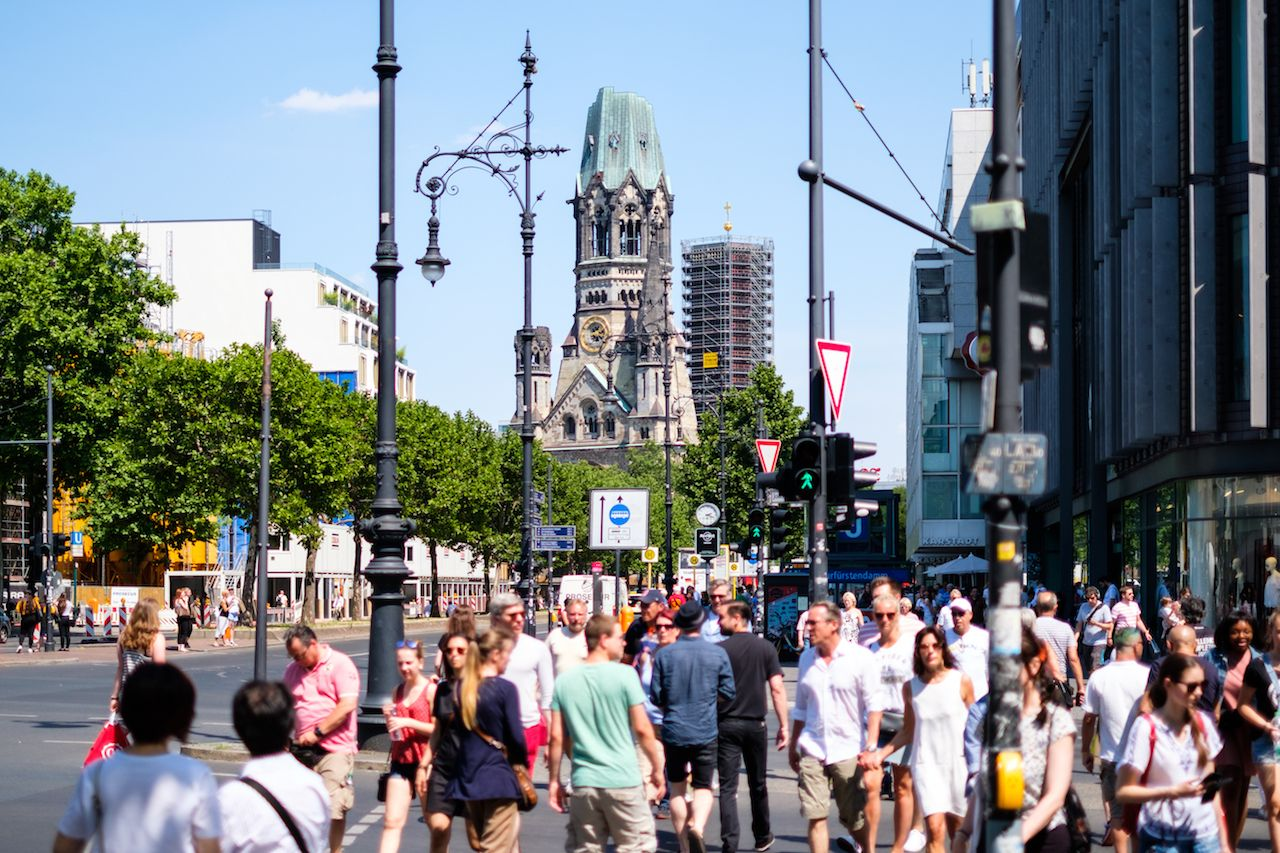 People crossing street at Berlin's most famous shopping avenue