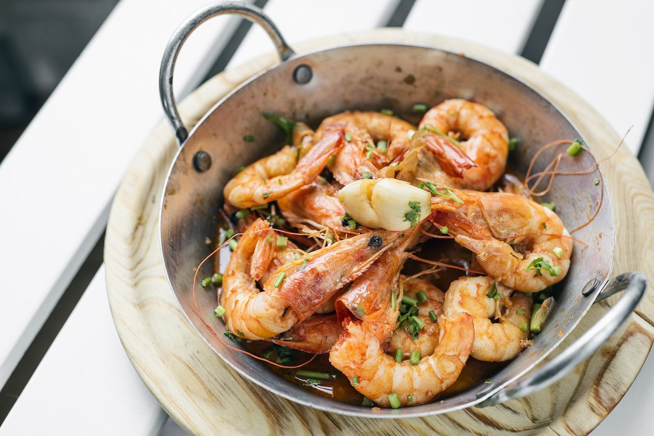 Portuguese garlic and herb boiled fresh prawns tapas snack set