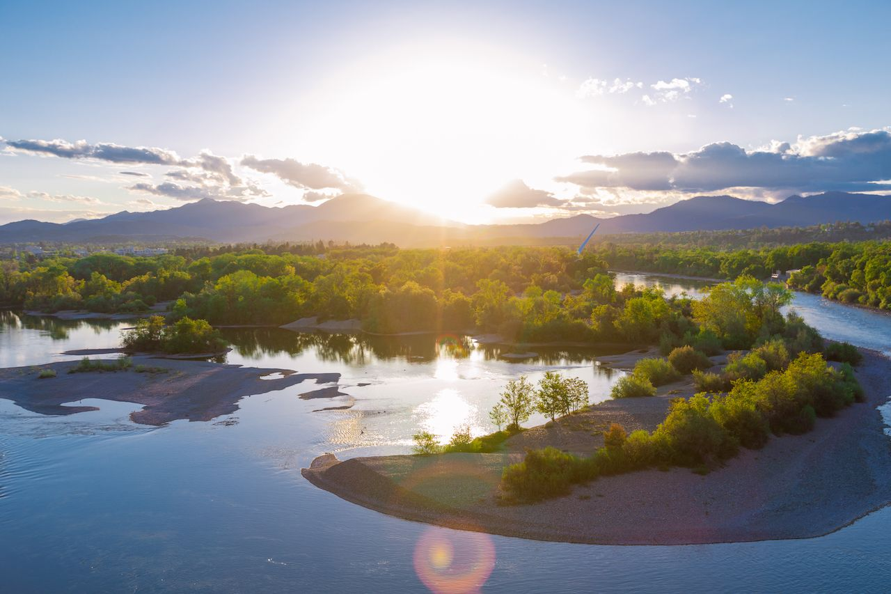 Redding-CA-water-and-mountains-at-sunset