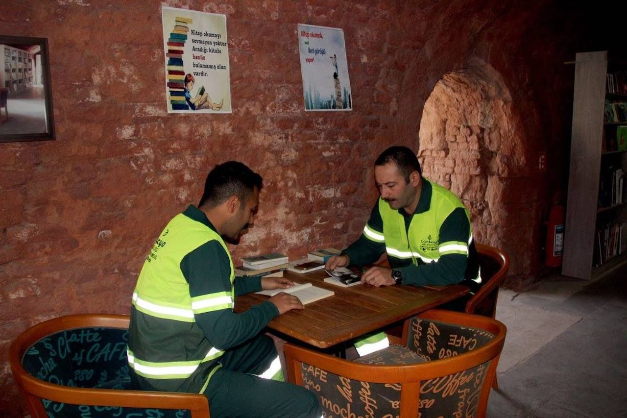 Turkish sanitation workers reading