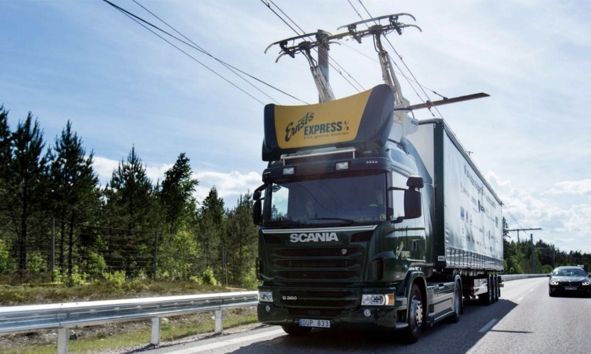 Germany introduces 'electric highways' which charge trucks on-the-go