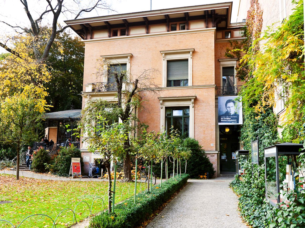 view of Literaturhaus with garden and coffee house in Berlin