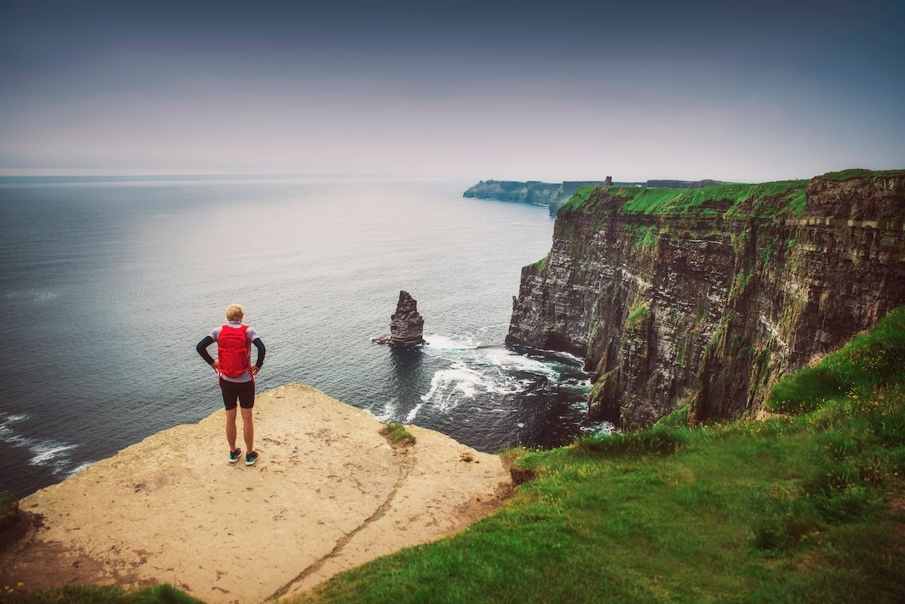 How to hike the cliffs of moher in ireland - Cliffs of moher pictures ...